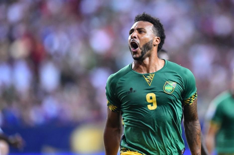 Giles Barnes celebra eufórico el 2-0 para Jamaica ante Estados Unidos por las semifinales de la Copa Oro, que ayudó a darle a Jamaica el histórico pase a la final. (Foto: AFP)