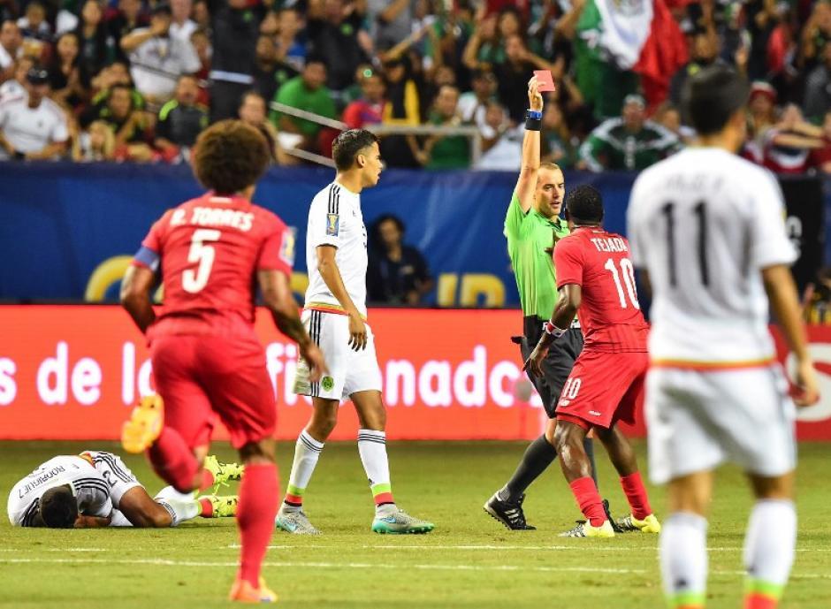 Los errores puntuales del árbitro estadounidense, Mark Geiger, incidieron en el resultado del partido. (Foto: AFP)