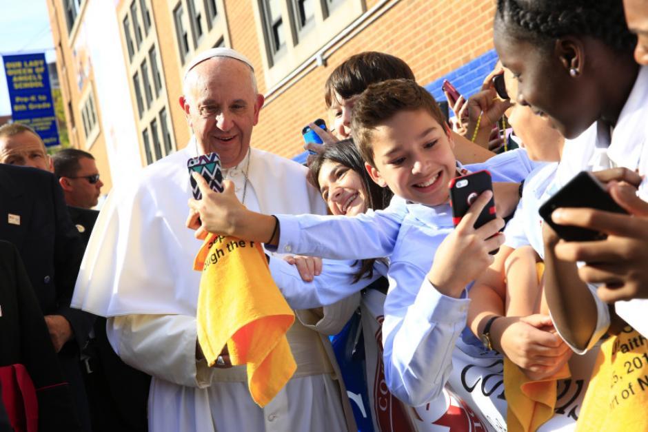Los jóvenes se sorprendieron de ver al Papa Francisco tan cerca.  (Foto: Católicos en Acción)