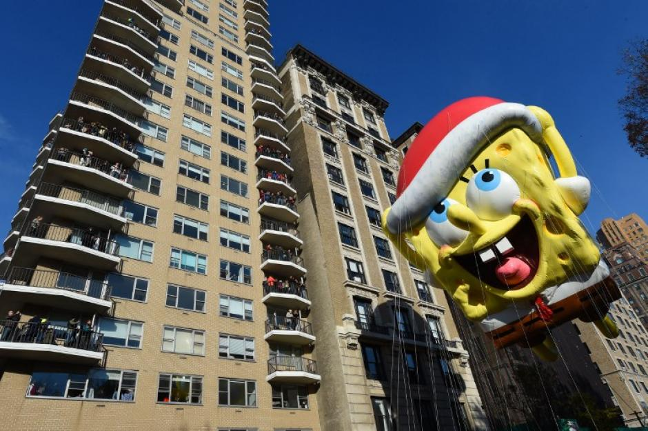 El Bob Esponja de pantalones cuadrados es un flotador que pasa durante el desfile del Día de Acción de Gracias. (Foto: AFP /Timothy Clary)