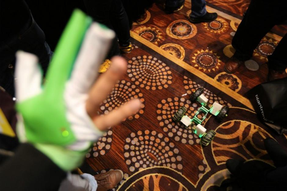 Un kit Zero carro robót controlado a mano es una de las atracciones de la feria. (Foto: AFP/David McNew)