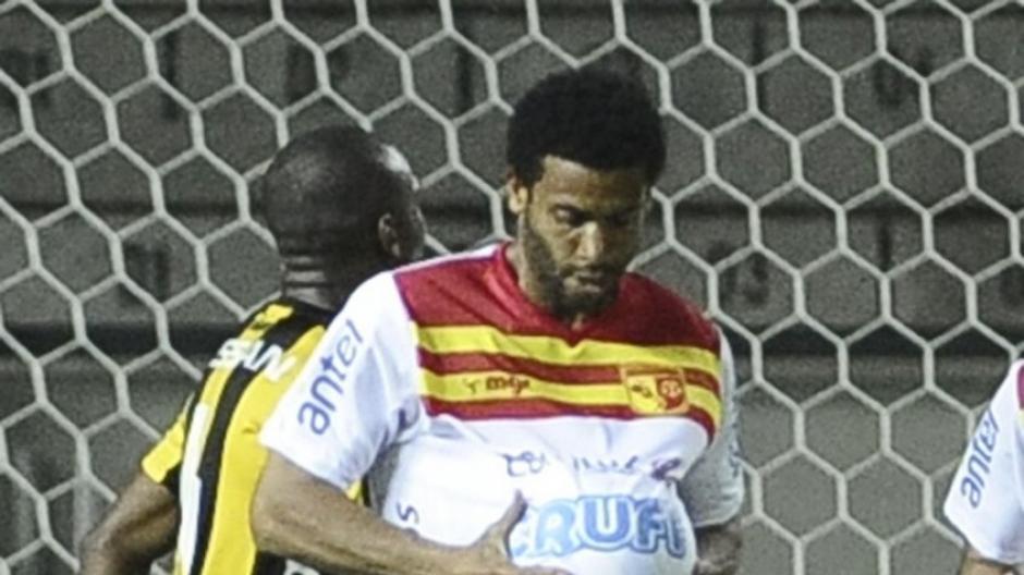 Pablo Silva es un delantero uruguayo que jugó gran parte de su carrera en el Villa Española. (Foto: notasculturales.org.uy)