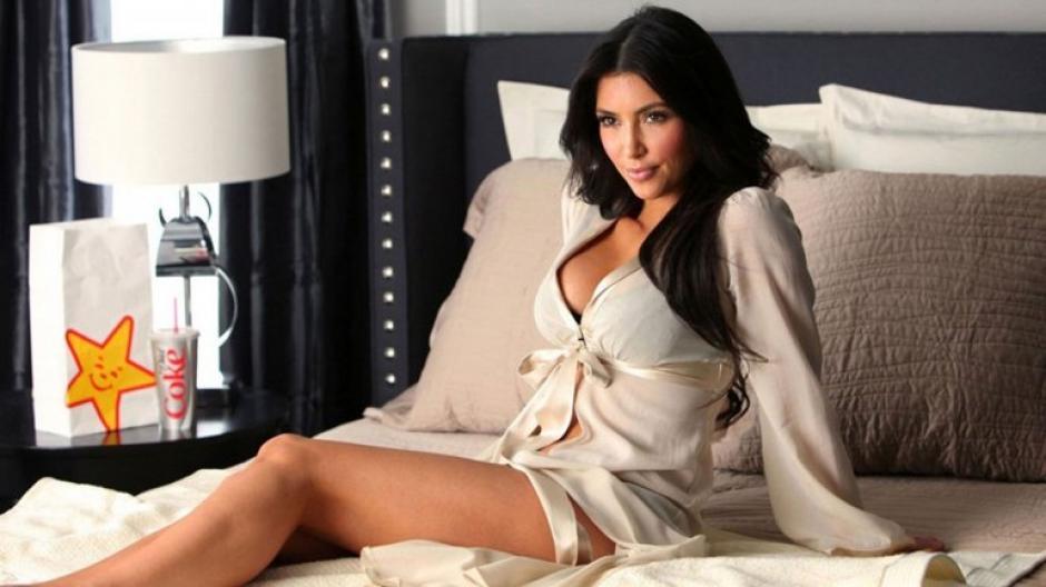 Kim Kardashian acostumbra a subir fotos muy íntimas a Facebook. (Foto: Infobae.com)