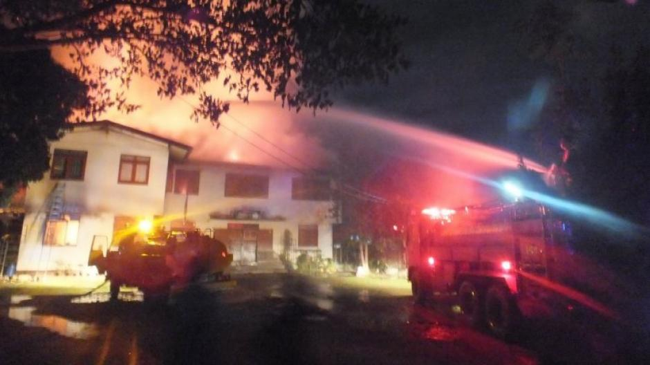 Al menos 17 alumnas murieron y varias más todavía estaban desaparecidas tras un incendio que inició a las 11 de la noche del domingo. (Foto: Facebook/Pitakkiatti Witthaya School)