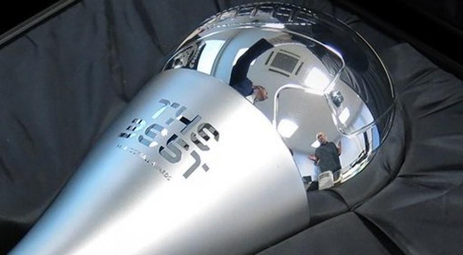 Este es el trofeo The Best que entregará la FIFA el lunes. (Foto: FIFA)