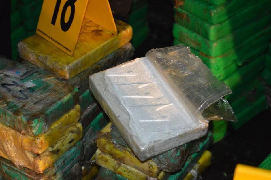 Los paquetes de cocaína fueron localizadas en costales. (Foto: PNC)