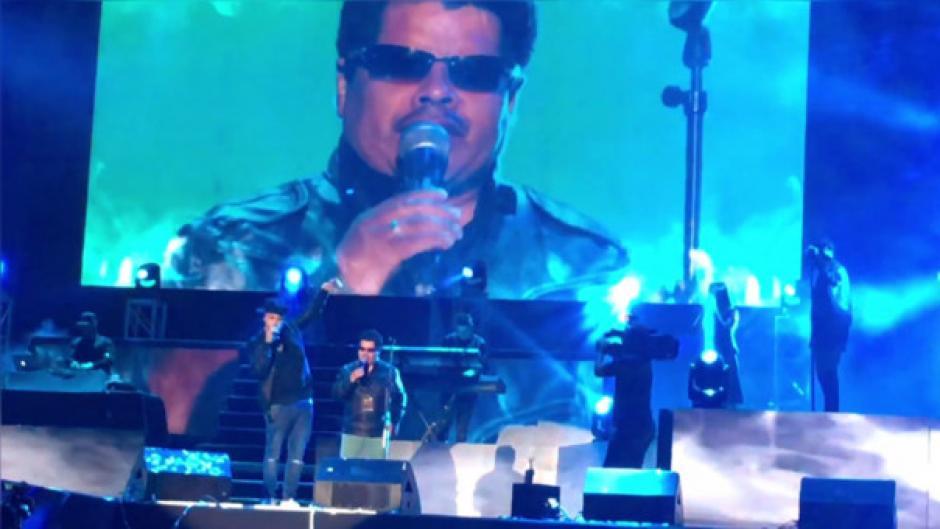 Nicky Jam ya conocía a Michel por las redes sociales, por eso lo invitó a cantar con él. (Foto: Captura de Youtube)
