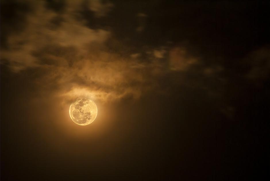 El resplandor de la Luna puede ser capturado por medio de fotografías nocturnas