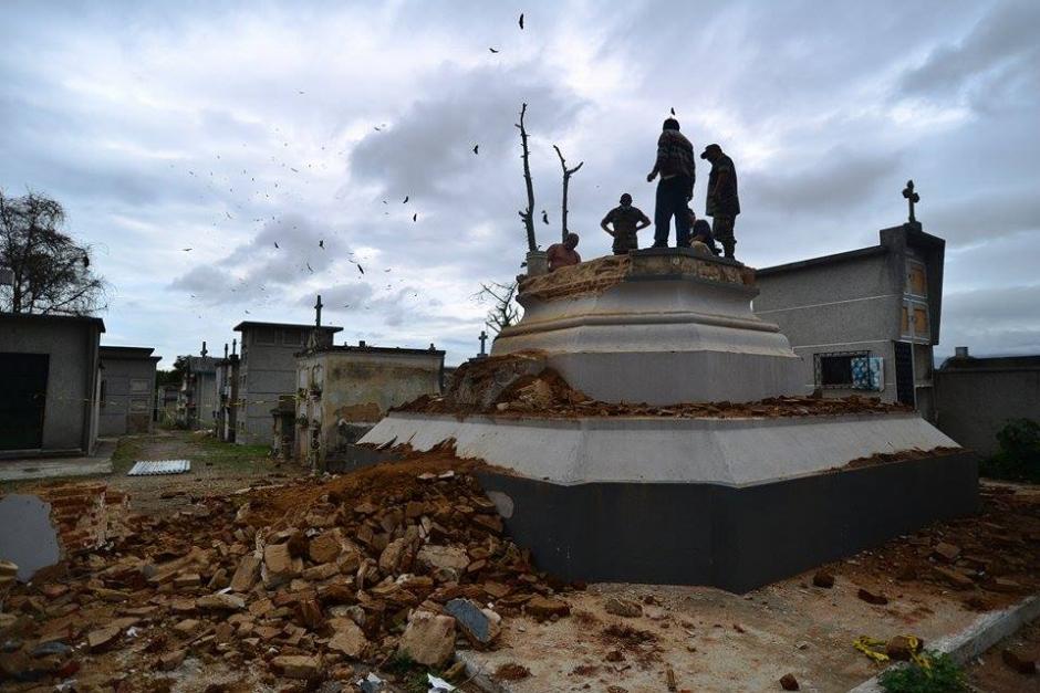Luego de dos meses de búsqueda y estudios, finalmente fueron encontrados los restos del presidente de Guatemala, Miguel García Granados, mismos que fueron exhumados este viernes. (Foto: Wilder López/Soy502)
