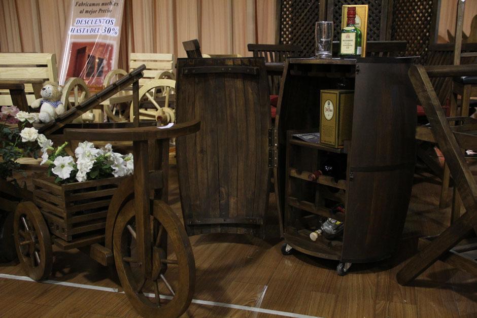 Los fabricantes de muebles muestran en la feria ProMueble diseños para la temporada de verano (Foto: Alexis Batres/Soy502)