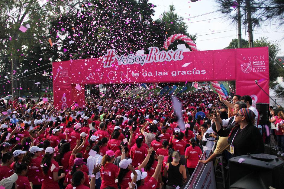 La 14 edición de la Carrera Caminata Avón para apoyar la lucha contra el Cáncer de seno se realizó este domingo a las 8 de la mañana con miles de participantes. (Foto: Alexis Batres/Soy502)