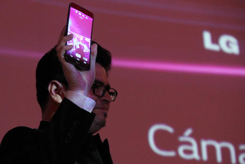 LG Flex es el primer dispositivo curvo del mundo. (Foto: Alexis Batres/Soy502)