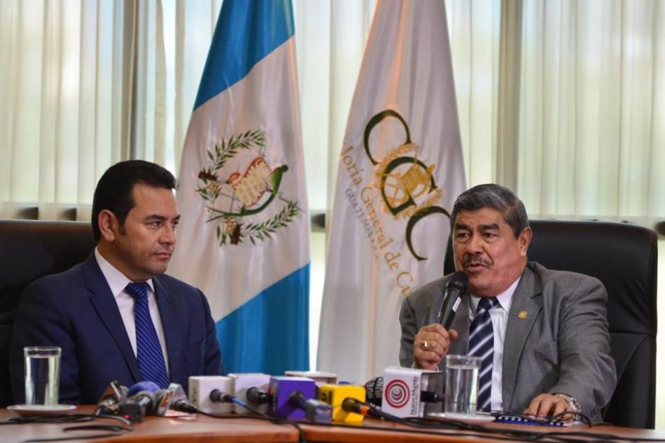 Jimmy Morales, presidente electo, y Carlos Mencos, Contralor de Cuentas, sostuvieron una reunión donde destacó la discusión de un Presupuesto sin candados. (Foto: Jesús Alfonso/Soy502)