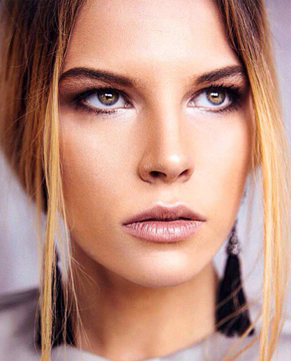 Ana Feschenko es una hermosa joven que empieza a hacer carrera como modelo, ayudada por el título de Miss Moscú. (Foto: Twitter)