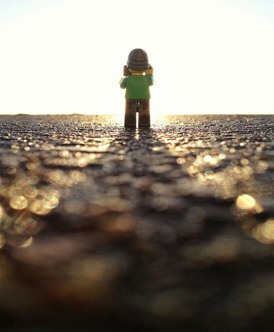 El Legógrafo fotografiando el amanecer. (Foto: Andrew Whyte)