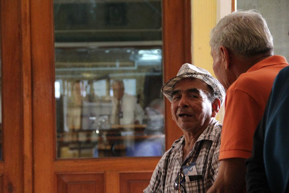 Cada miércoles, los amantes de la marimba se acercan a la Tipografía Nacional, que abre sus puertas para que disfruten en vivo la interpretación de sus melodías favoritas (Foto: Alexis Batres/Soy502)