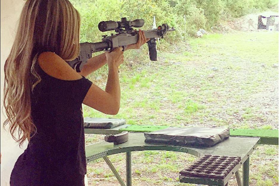 Sin embargo, la afición por las armas de Salas ha causado polémica en México. (Foto: Excelsior)