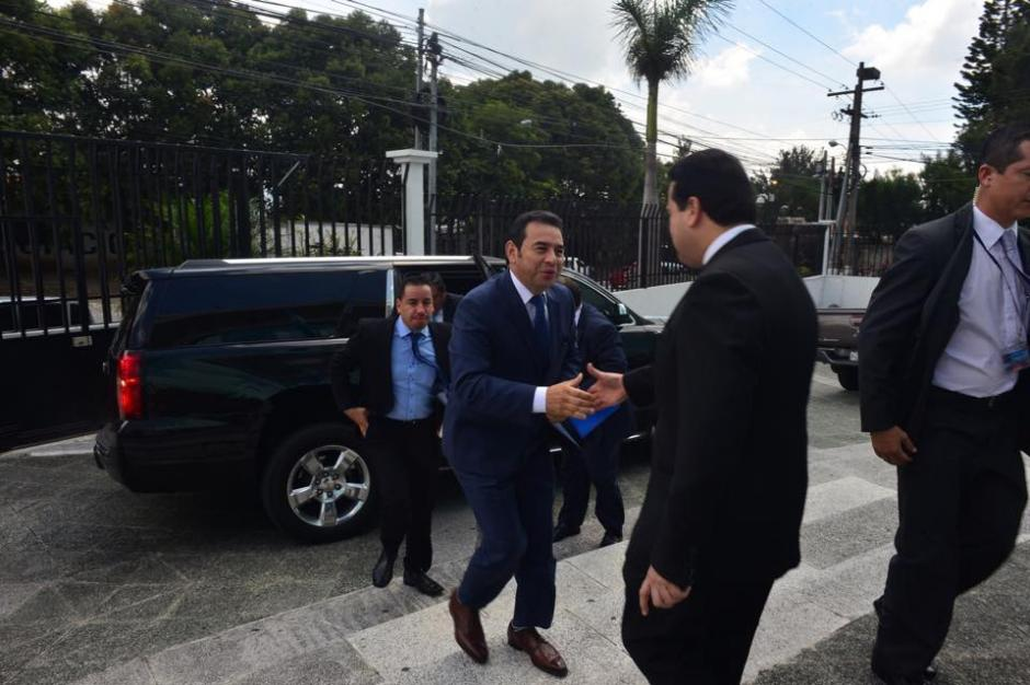 Jimmy Morales, presidente electo, llegó esta mañana a la Contraloría General de Cuentas para ratificar un acuerdo con el jefe de dicha institución. (Foto: Jesús Alfonso/Soy502)