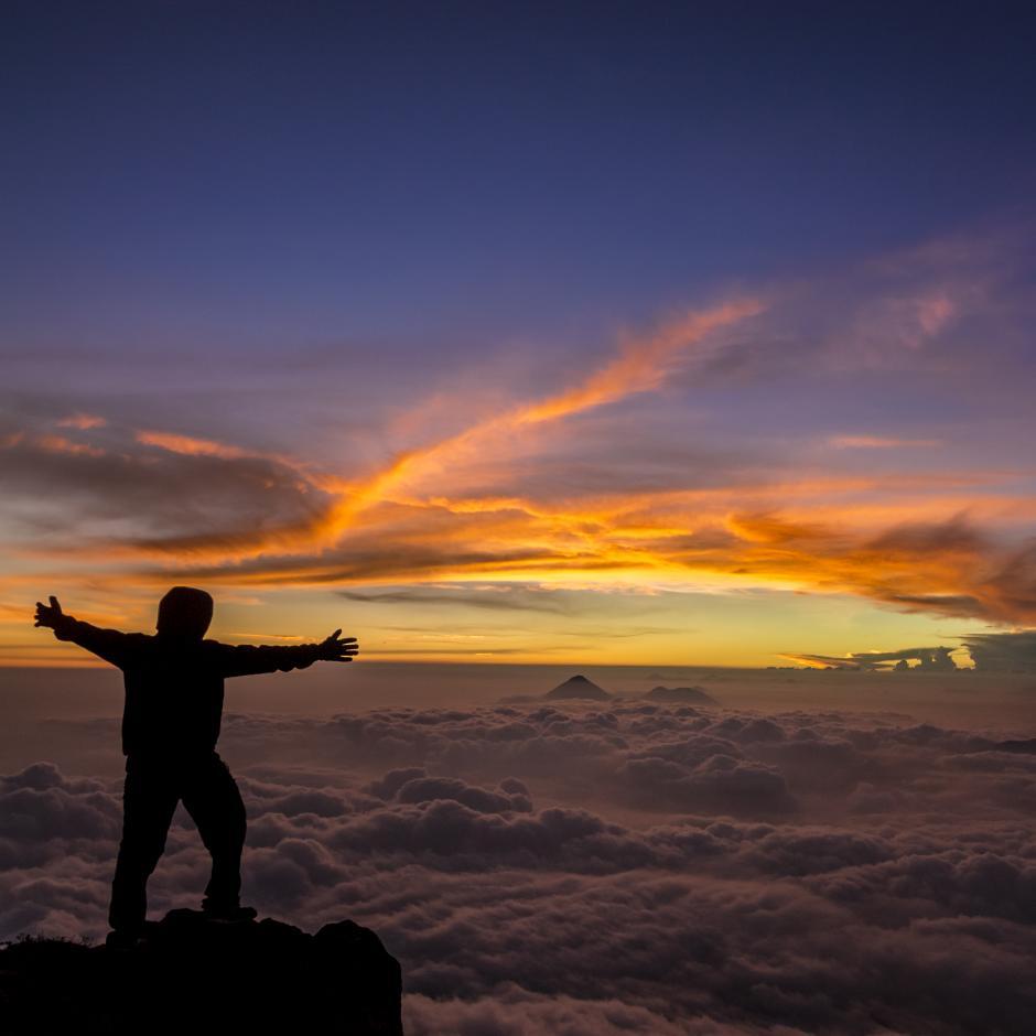 Una de sus pasiones es la naturaleza guatemalteca y los volcanes desde los que toma atardeceres indescriptibles como este. (Foto: Fabriccio Díaz)