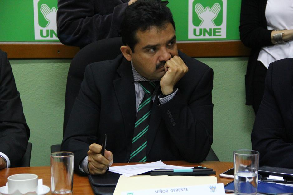 Hugo Roldán, gerente de Estudio y Análisis de la SAT, explicó que la recaudación de impuestos cerrará a final de año con un faltante de 4 mil 500 millones de quetzales. (Foto: Alexis Batres/Soy502)