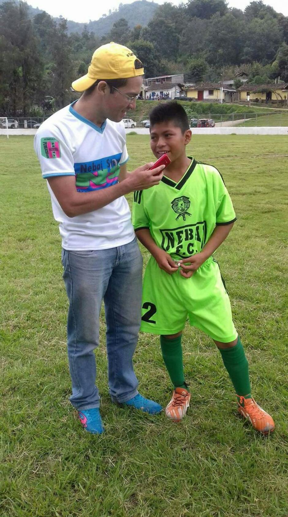 Los medios locales entrevistaron a Tomás, el talentoso delantero zurdo de Nebaj FC. (Foto: Tercera División)
