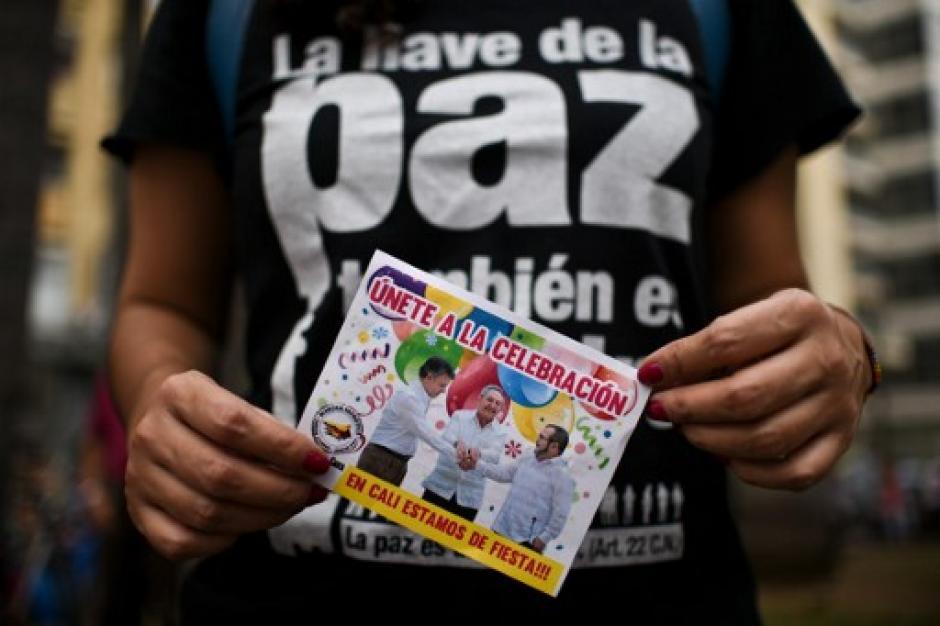 Mientras tanto, en las calles de las ciudades de Colombia, las personas festejaban. (Foto: AFP)