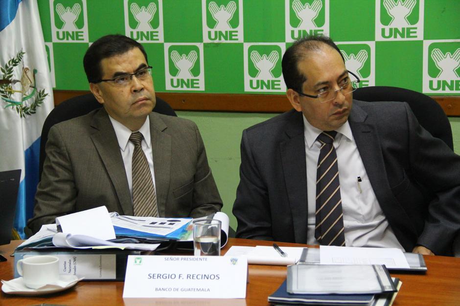 El presidente del Banco de Guatemala, Sergio Recinos, (Izquierda), explicó lo peligroso que es que Gautemala no pague sus deudas. (Foto: Alexis Batres/Soy502)