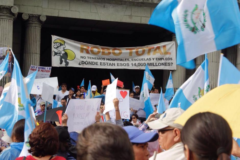 Los manifestantes piden la depuración de la clase política. (Foto: Fredy Hernández/Soy502)