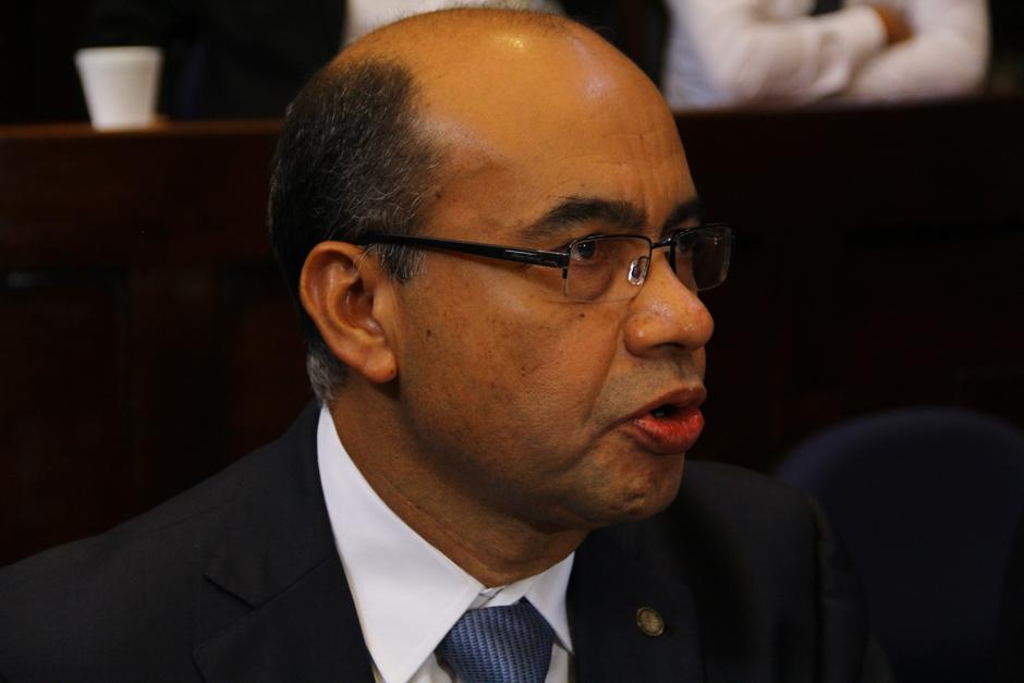 José Ramírez Crespín, no pudo responder los cuestionamientos de los diputados sobre los rubros que recortaría. (Foto: Alexis Batres/Soy502)