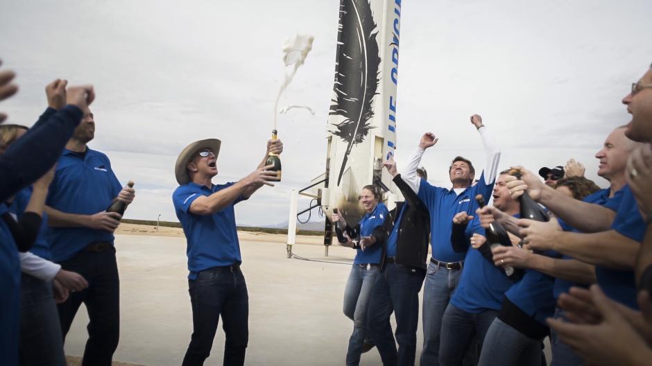 El equipo de Blue Orbit celebra el aterrizaje seguro de su cohete. (Foto: Blue Orbit)