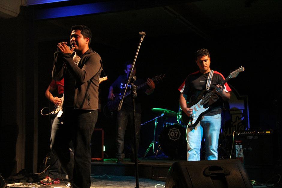 La banda originaria de Santa Rosa C-5inco inició el concierto interpretando su música (Foto: Alexis Batres/Soy502)