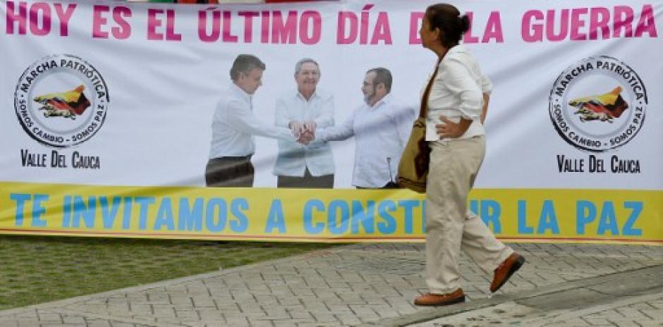 Pancartas y leyendas alusivas a la firma de la paz se exponían en las ciudades de Colombia. (Foto: AFP)