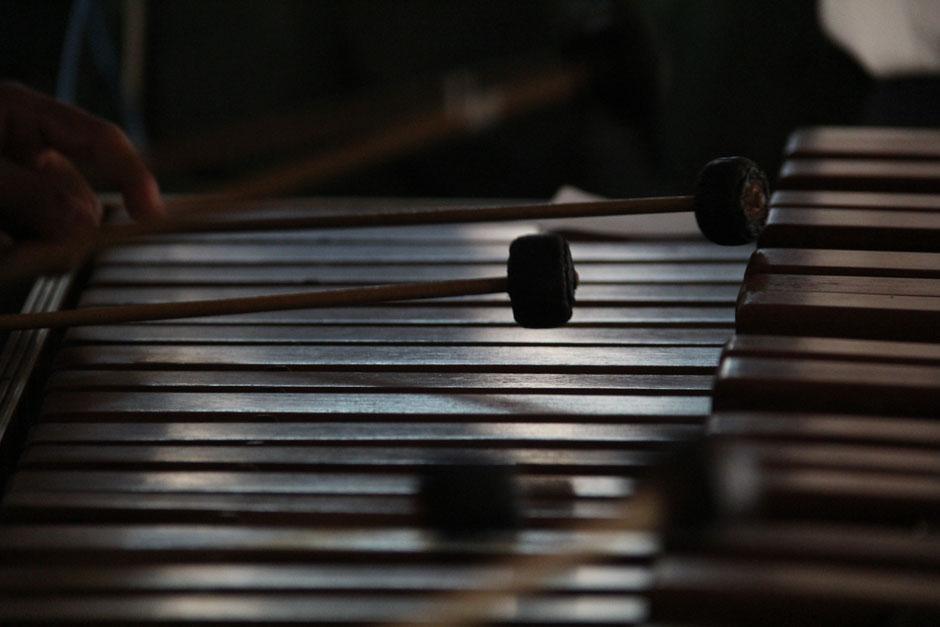 El programa radial de Chapinlandia ha visto pasar a centenares de maestros marimbistas, grandes e inolvidables locutores (Foto: Alexis Batres/Soy502)