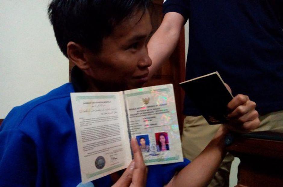 """El marido resultó ser una """"mujer"""" y ahora fue capturado por falsificación de identidad. (Foto: lapatilla.com)"""