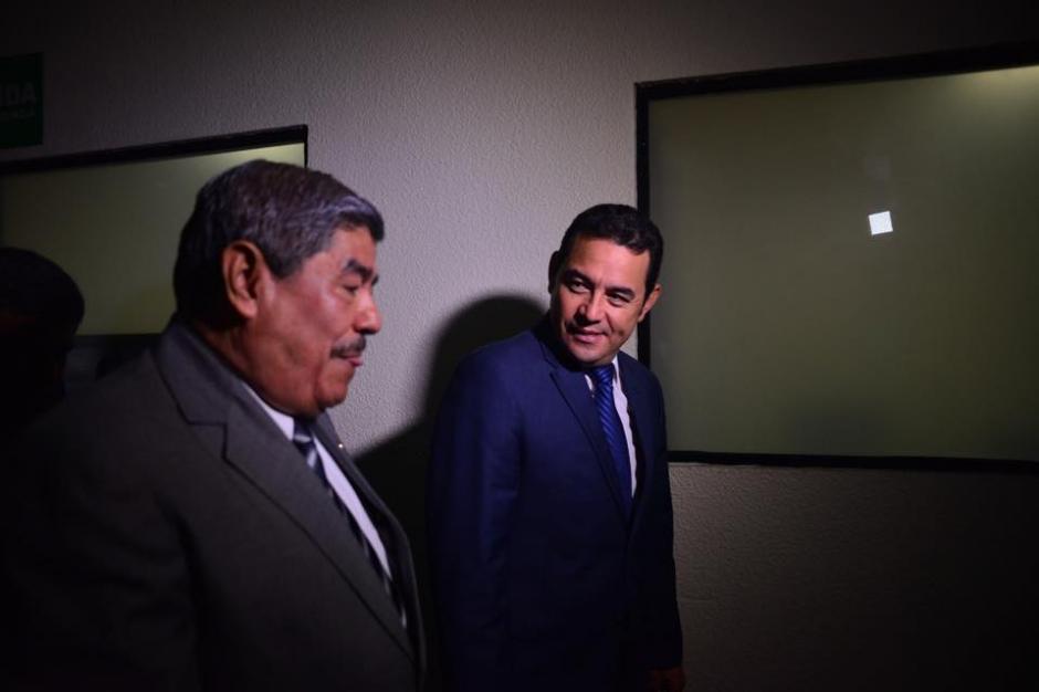 JImmy Morales le prometió a Carlos Mencos más recursos para la Contraloría y ratificó un acuerdo de palabra entre ambas personas. (Foto: Jesús Alfonso/Soy502)