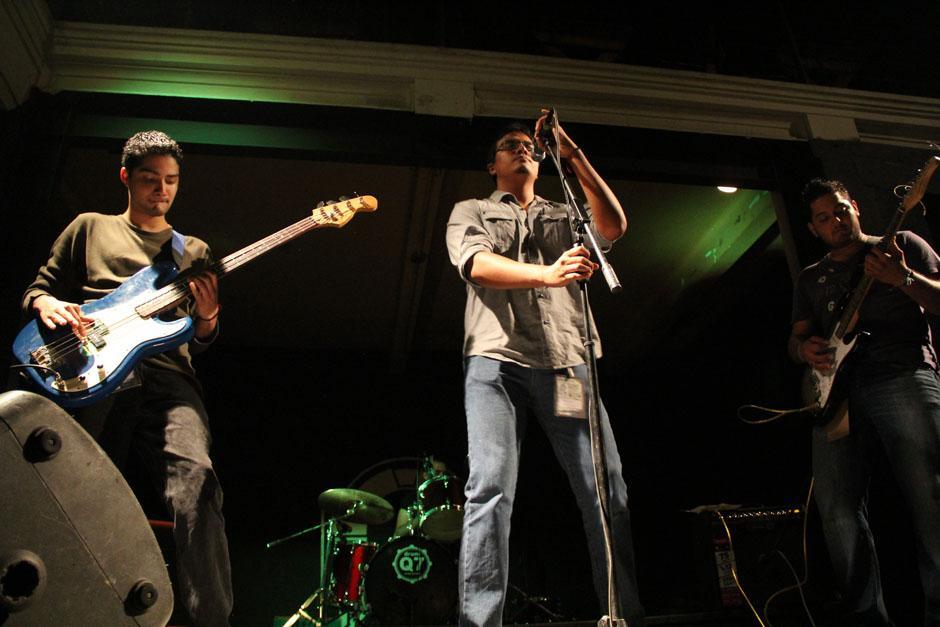 Spira levantó los ánimos de un público que clamaba por las canciones de Nirvana (Foto: Alexis Batres/Soy502)