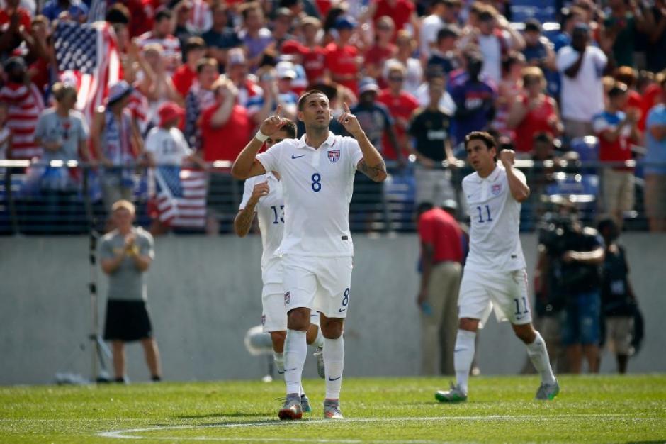 El primer gol de Dempsey llegó a los 3 minutos del primer tiempo
