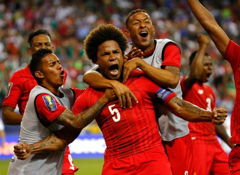 Román Torres adelantó a los panameños. (Foto: AFP)
