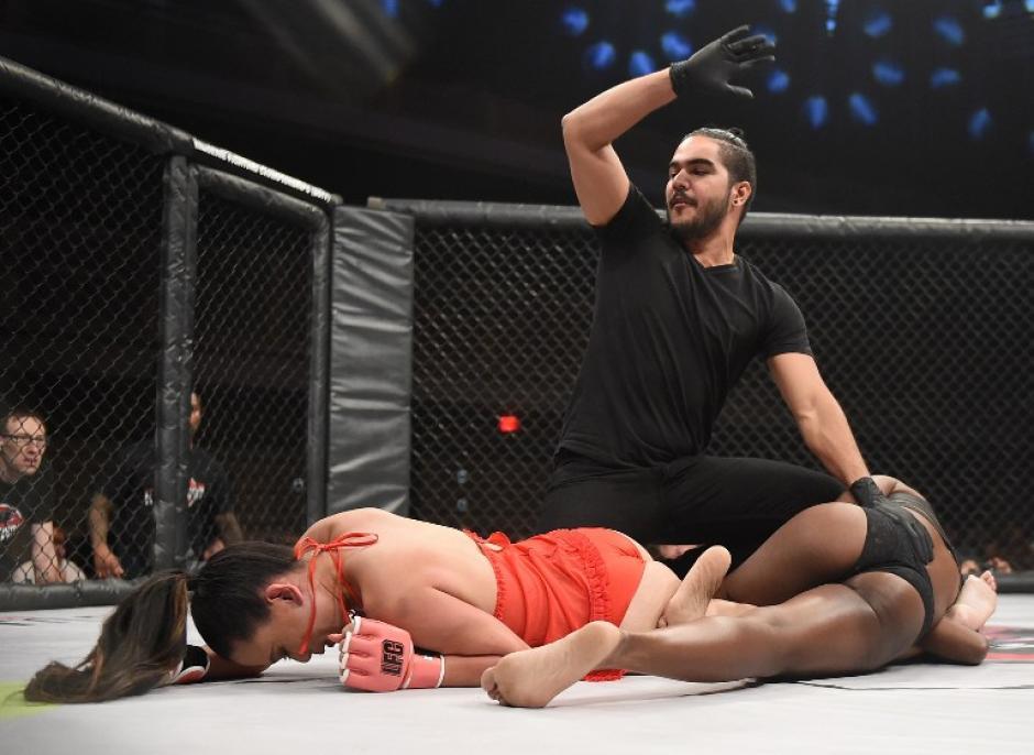 Las participantes en el campeonato de Lucha en Lencería de Las Vegas, se toman muy en serio cada combate. (Foto: AFP)