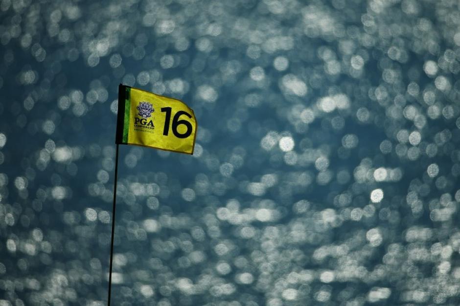 La bandera del hoyo 16 es el camino que los jugadores que participan en el torneo de campeones de la PGA en Whistling Straits el 11 de agosto de 2015, de Sheboygan, Wisconsin buscan alcanzar. (Foto: Richard Heathcote/AFP)
