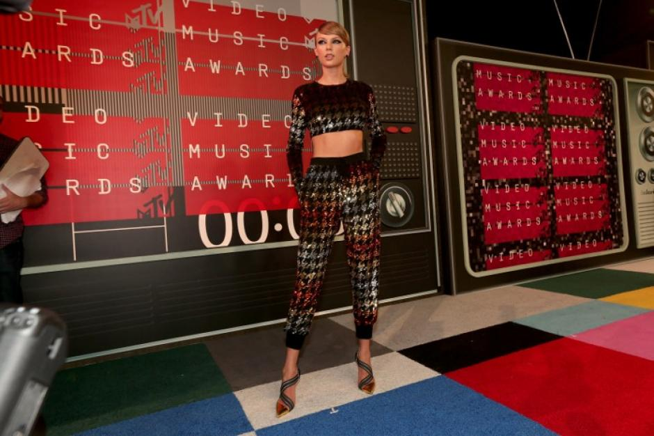La cantante Taylor Swift asiste a los 2015 MTV Video Music Awards. (Foto: AFP)