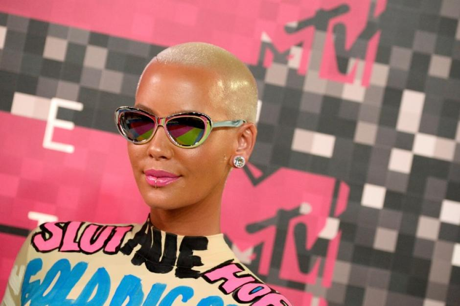 La modelo Amber Rose asiste a los 2015 MTV Video Music Awards en el Teatro Microsoft. (Foto: AFP)