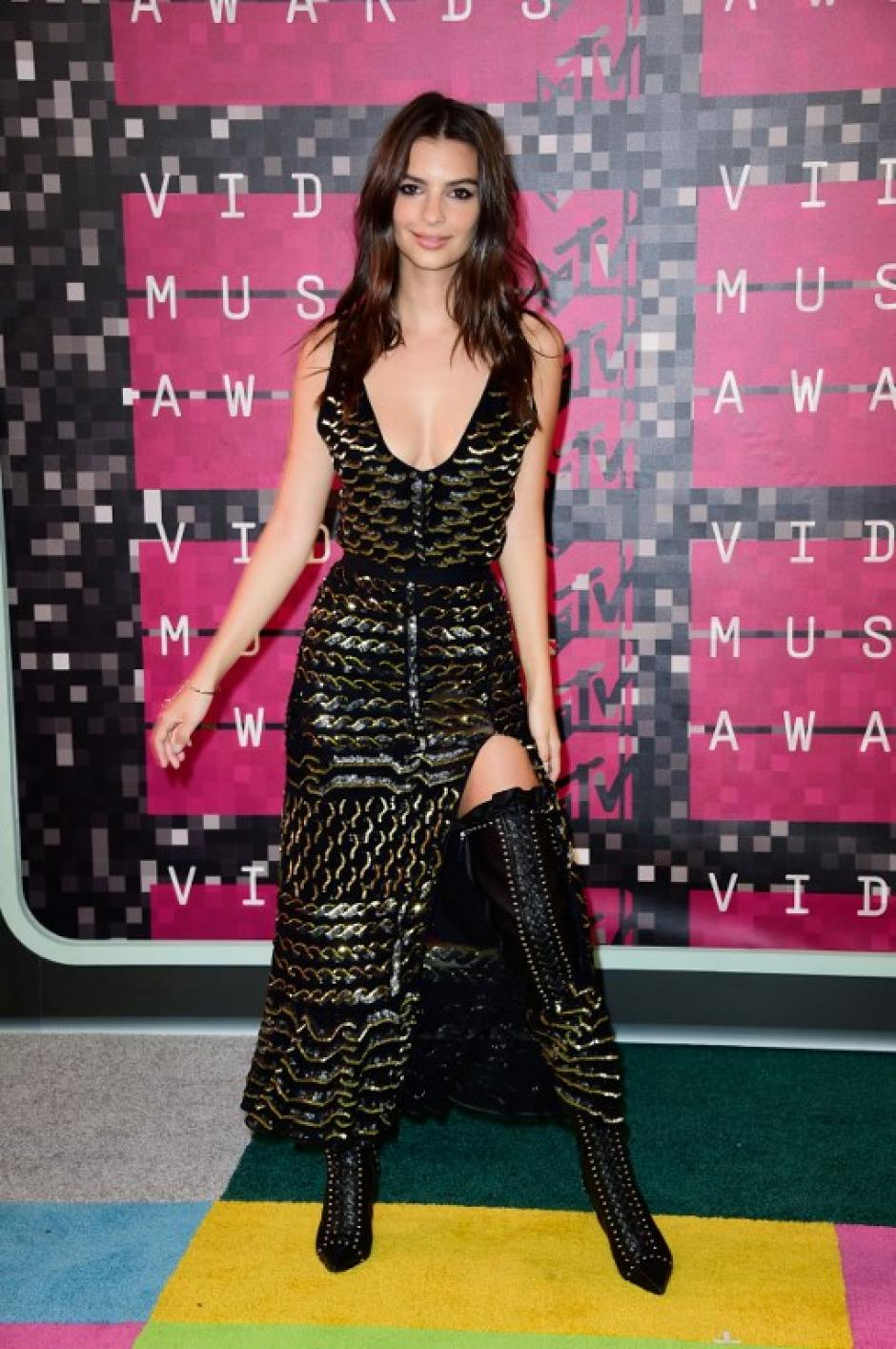 La actriz y modelo Emily Ratajkowski asiste a los MTV Video Music Awards. (Foto: AFP)