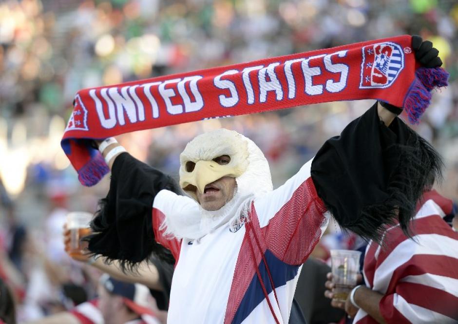 """Un """"cóndor"""" norteamericano muestra su apoyo a Estados Unidos. (Foto: AFP)"""