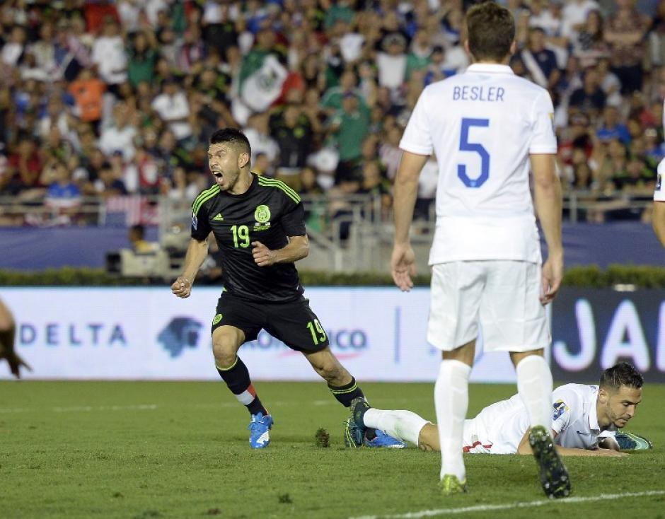 Oribe Peralta anotó el transitorio 2-1 para los mexicanos en el primer tiempo extra. (Foto: AFP)