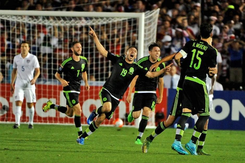 México logró la clasificación a la Copa Confederaciones de Rusia 2017 tras derrotar a Estados Unidos en el Rose Bowl de Pasadena con goles de Javier Hernández, Oribe Peralta y Paul Aguilar, los últimos dos en tiempos extras. (Foto: AFP)