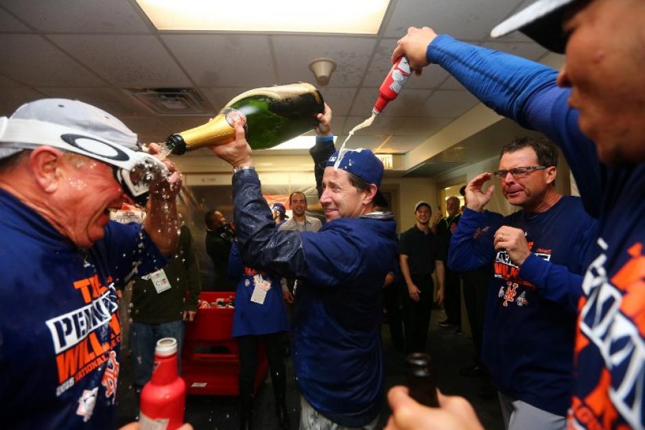 Los Mets celebraron la clasificación a la Serie Mundial y esperan aún conocer a su rival. (Foto: AFP)