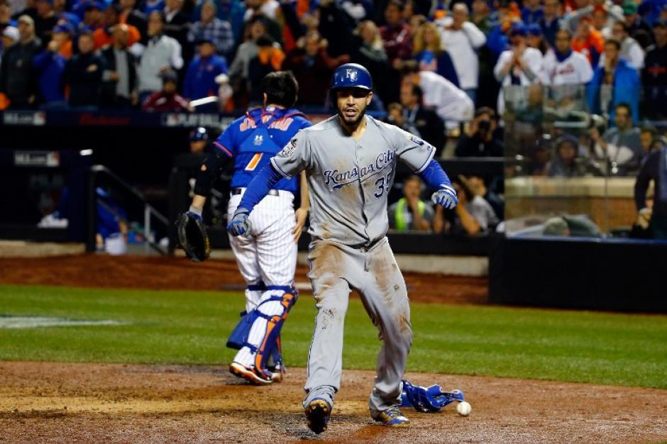 Los Reales lograron sacar ventaja hasta la décima entrada en el Citi Field ante los Mets. (Foto: AFP)