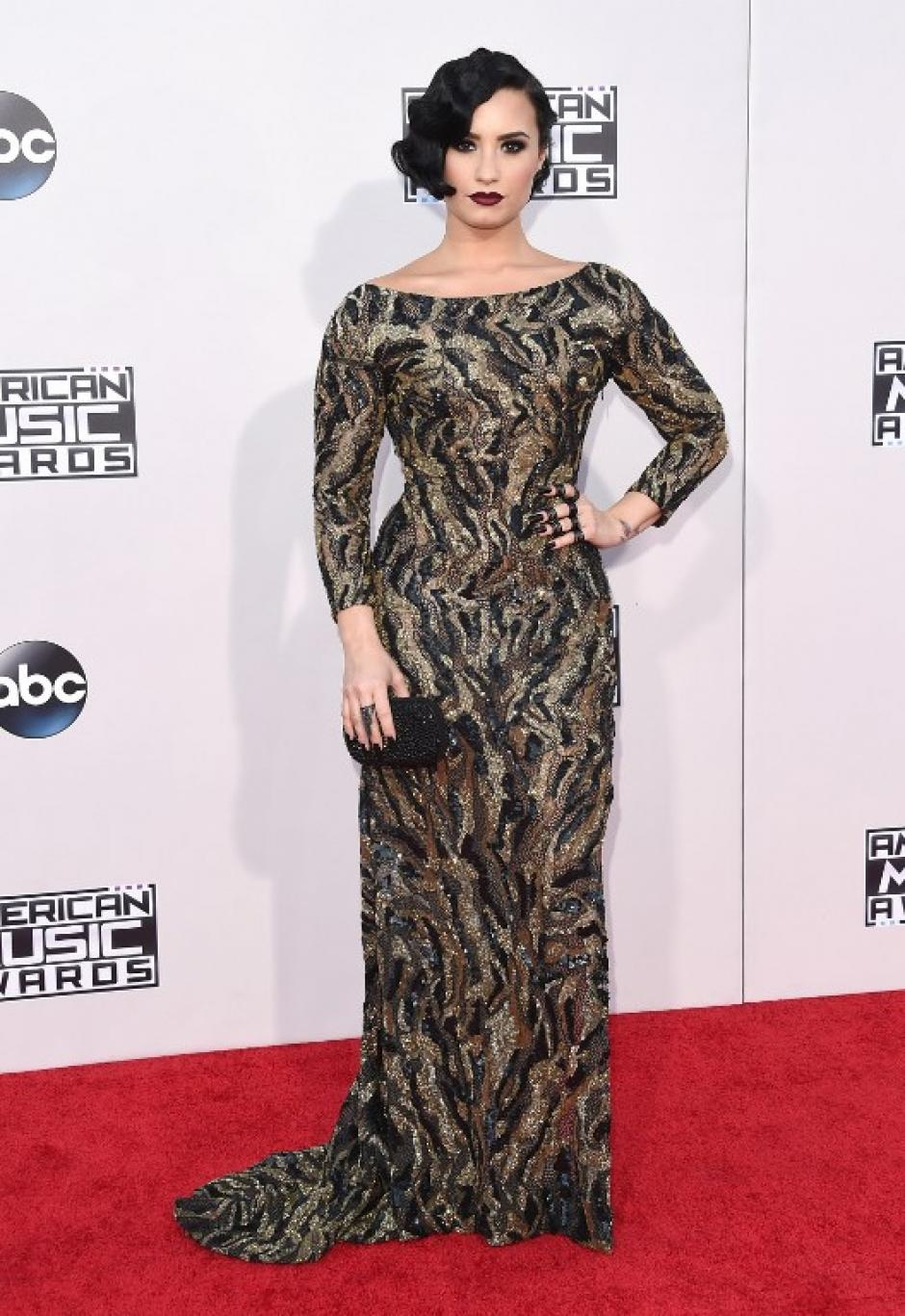 La cantante Demi Lovato luce su belleza en la alfombra roja de los American Music Awards. (Foto: Jason Merritt / AFP)
