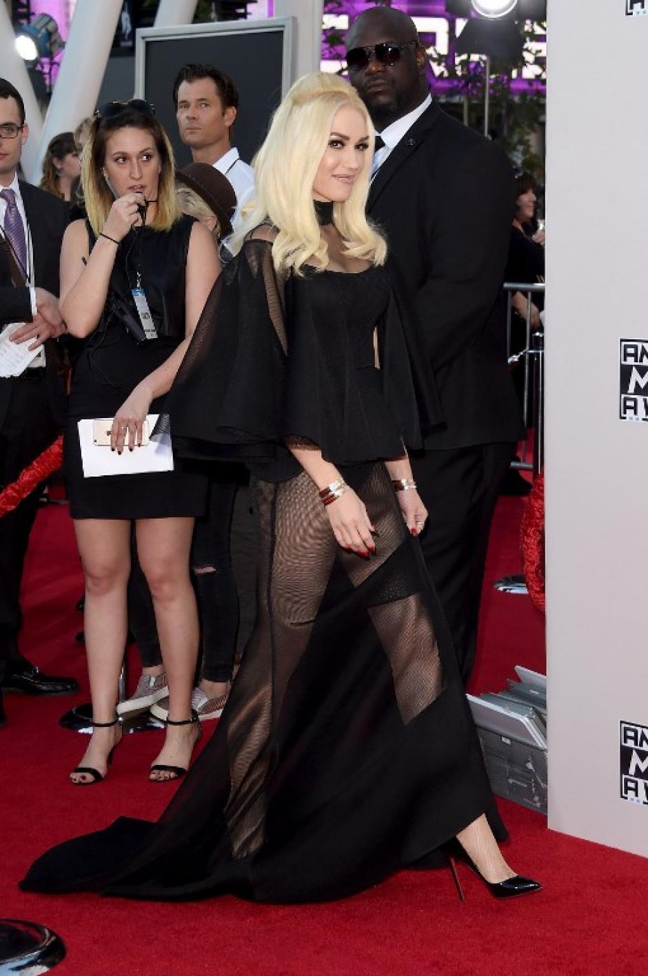 Gwen Stefani se luce en la alfombra de los American Music Awards 2015. (Foto: Jason Merritt / AFP)